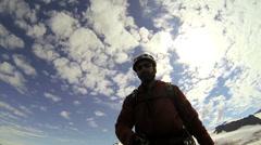 Climber ohjailu videon selfie median lähettämistä, Alaska, USA Arkistovideo