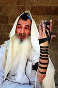 Juutalainen mies rukoilee Kuvituskuvat