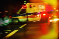 Ambulanssi yöllä Kuvituskuvat