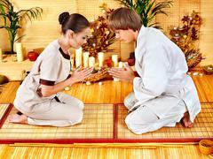 Naiset bambu kylpylä. Kuvituskuvat