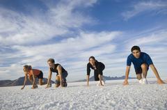 Ihmiset lähtöviivalla on suolajärvellä, Utah, Yhdysvallat Kuvituskuvat