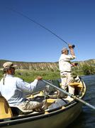 USA, Colorado, pari miestä perhokalastus vuori joen Kuvituskuvat