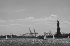USA, New York City, sailboats and Statue of Liberty Stock Photos