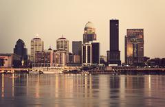 Yhdysvallat, Kentucky, Louisville, siluetti auringonlaskun Kuvituskuvat