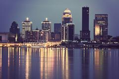 Yhdysvallat, Kentucky, Louisville, Skyline yöllä Kuvituskuvat