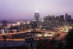 USA, Ohio, Cincinnati horisonttiin aamunkoitteessa Kuvituskuvat