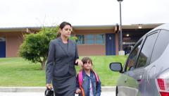 Working Mother kohteet lapsi koulun jälkeen Arkistovideo