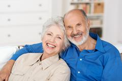 Romanttinen vanhempi pari Kuvituskuvat