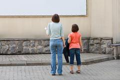 Lapset katsomaan mainonta banneri Kuvituskuvat