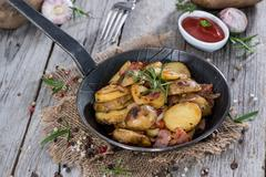Skillet with roasted potatoes Stock Photos
