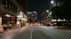 Keskustan kadulla yöllä Arkistovideo