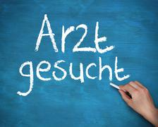 Hand writing arzt gesucht - stock photo