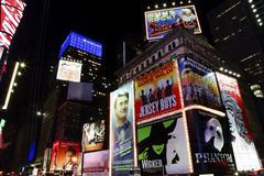 Times Square valoshow new yorkin horisonttiin yö Kuvituskuvat