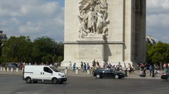 Crowd and traffic near The Arc de Triomphe, Paris (PARIS Arc de Triomphe 6a) Stock Footage