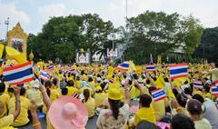 Thai people pay respect to king's birthday Stock Photos