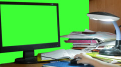 Child's hand with the computer mouse,  green screen Stock Footage