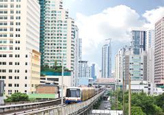Sky train rautatie Bangkokissa liikerakennus Kuvituskuvat