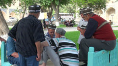 Senior muslim men play game in Bukhara park, Uzbekistan Stock Footage