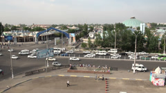 Traffic in Tashkent, intersection at edge of the city Stock Footage