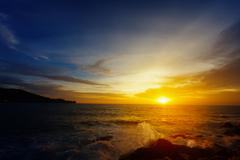 The dazzling bright sunset over a tropical ocean. thailand Stock Photos