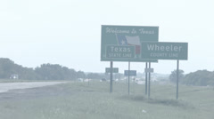 Welcome to texas sign telephoto Stock Footage