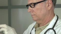 Käyttäminen tabletti lääkärit toimistoon Arkistovideo