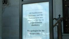 Museum closed - government shutdown, zoom in see reflection Stock Footage