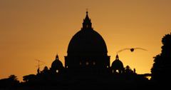 Ultra HD 4K Sunset St. Peter's Basilica, Vatican City, Rome, papa dome, cupola Stock Footage