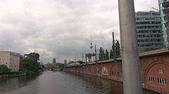 Junat saapuvat ja lähtevät Berliinin rautatieasemalta, Alexanderplatz Arkistovideo