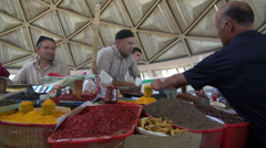 Selling spices at Chorsu bazaar, Tashkent Stock Footage