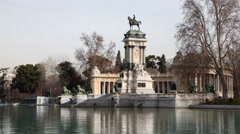 Equestrian monument to Alfonso XII reflected in pond Stock Footage