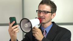 Manager huutaa megafoni klo matkapuhelin Arkistovideo