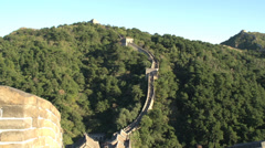 Tilt to poeple walking at the great wall Stock Footage