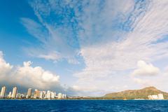 Honolulu kaupungin siluettia vedestä Kuvituskuvat