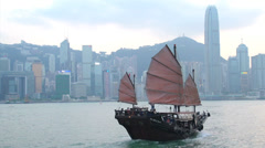Junk ship in front of Hong Kong skyline Stock Footage