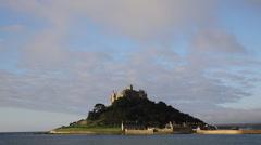 Mikaelin Mount Marazion Cornwall England keskiaikainen linna ja kirkko Arkistovideo