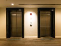 Kahden hissin ovet Kuvituskuvat