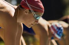 Lähikuva uimarit lähtökuopissa Kuvituskuvat