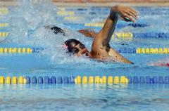 Mies uimareita Pool Kuvituskuvat