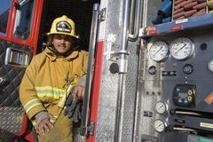 Palomies istuu palokunnalle Door Kuvituskuvat