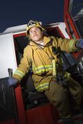 Palomies seisoo palokunnalle Door Kuvituskuvat