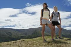 Two Women vaellus Hills Kuvituskuvat