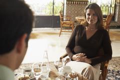 Nainen ottaa ateria Man In Restaurant Kuvituskuvat