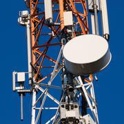 Viestinnän torni antennit sininen taivas Kuvituskuvat