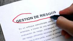 Circling Risk Management with a pen (In Spanish) Stock Footage