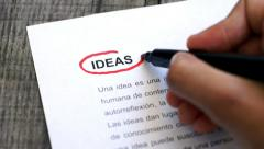 Circling Ideas with a pen (In Spanish) Stock Footage