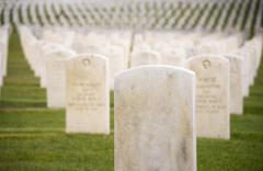 Marmoria sotilaallinen hautakivien satoja rivi hautausmaa hautausmaa Kuvituskuvat