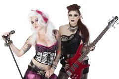 Muotokuva punk rock-muusikot sähkökitaralla ja mikrofoni yli valkoinen Kuvituskuvat