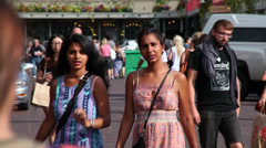 CROWDED STREET WALKERS_SEATTLE PUBLIC MARKET AREA Stock Footage