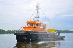 Black-orange ship in volga river, yaroslavl, russia Stock Photos